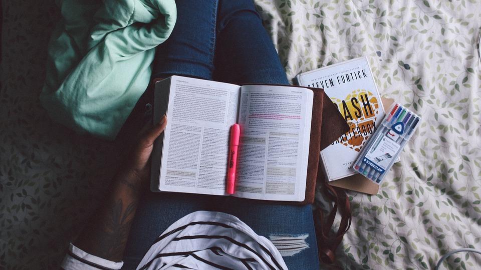 Menulis Kisah Hidup Diri Sendiri atau Orang yang Kita Sayangi