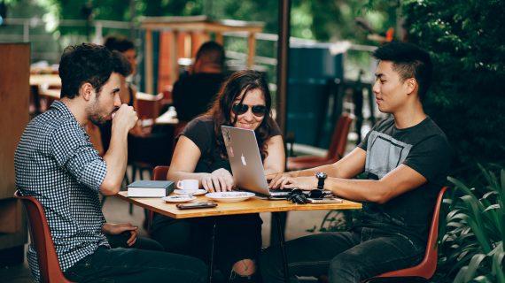 Jurus Laris dan Kaya Sebagai Blogger Berbayar